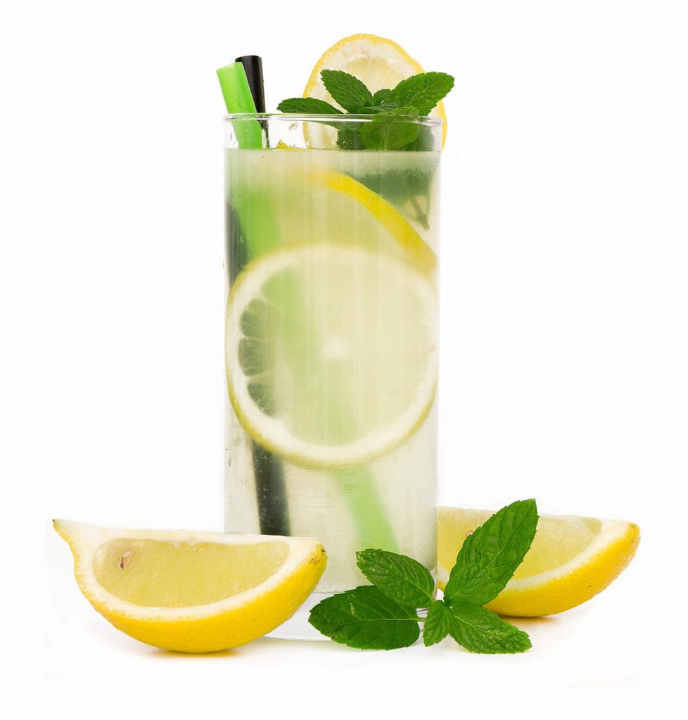 Glas mit Zitronenlimonade